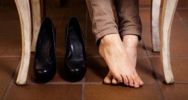 Почему ноги в обуви потеют и что с этим делать