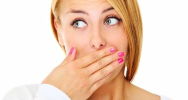 Как избавиться от запаха изо рта – наиболее эффективные методы решения деликатной проблемы